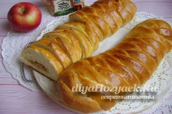 пирог с яблоками готов
