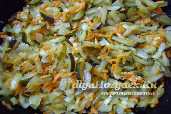 добавить к овощам огурцы