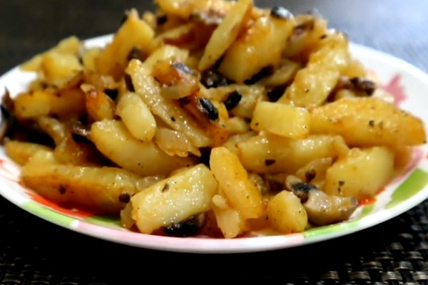 Жареная картошка с луком на сковороде — пошаговый рецепт с фото